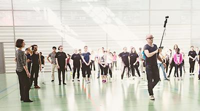 75a dreht eine 5-teilige Episodenserie von Dance For Good.