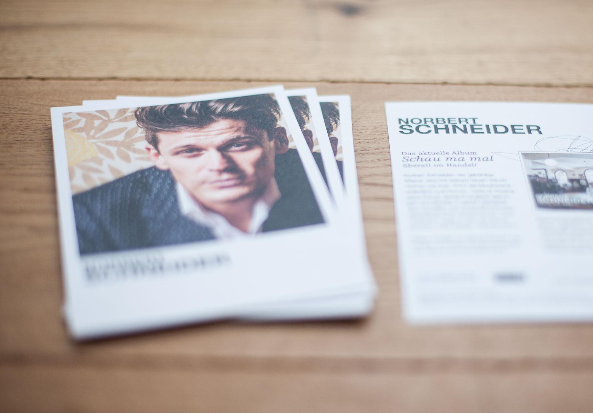 75a Büro für Gestaltung aus Stuttgart gestaltet die Autogrammkarten des Wiener Musikers Norbert Schneider
