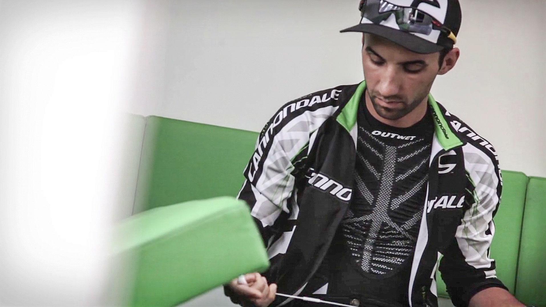 75a produziert das Video, das den Mountainbike-Profi hinter den Kulissen zeigt