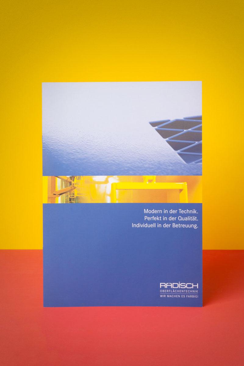Für Rädisch Oberflächentechnik aus Kirchheim/Teck gestaltet 75a eine Imagebroschüre